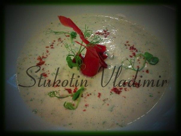 Сыроедческий миндальный крем-суп с авокадо
