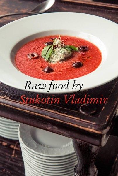 Сыроедческий острый томатный суп с сырным щербетом
