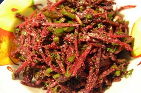 Сыроедческий свекольный салат с расторопшей