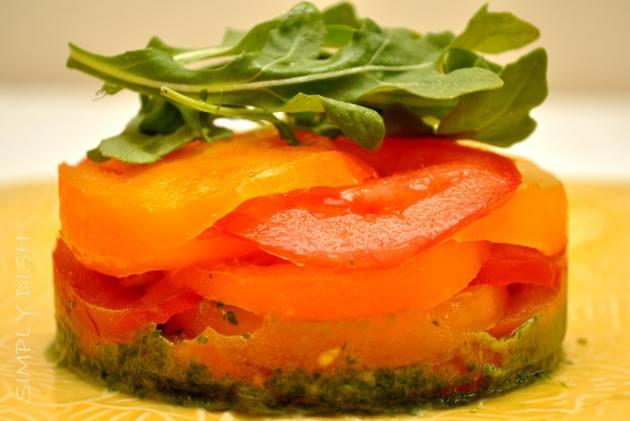 Сыроедческий томатный торт